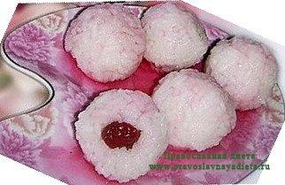 Рисовые шарики с вишней